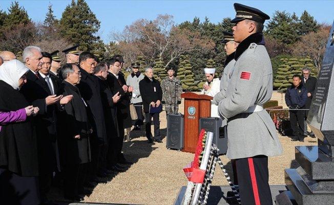 Başbakan Yıldırım Güney Kore'de Türk Şehitliğini ziyaret etti