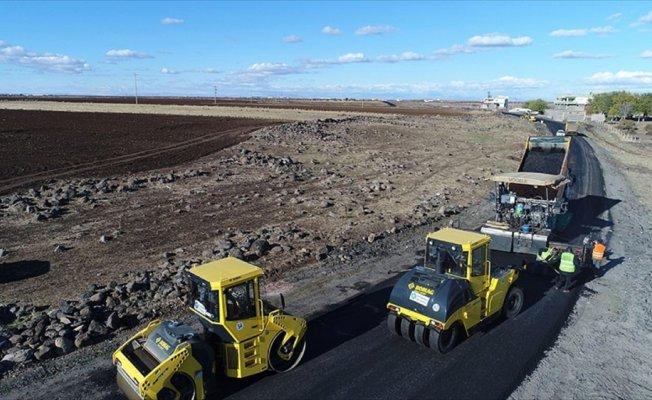 Diyarbakır'da kırsal mahalleler ilk kez sıcak asfaltla buluştu