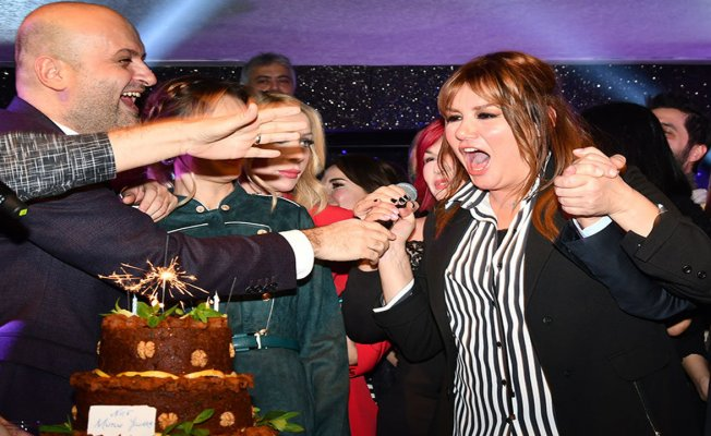 Doğum gününü çiğköfteli pasta ile kutladı