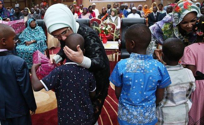 Emine Erdoğan, Çad'da okul ziyaret etti