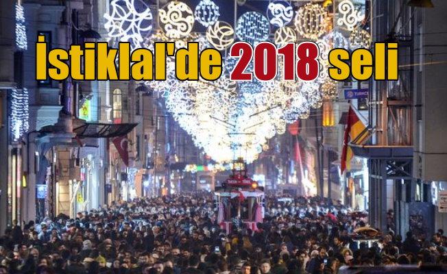 İstanbul'da 2018'den önce son gece: İstiklal'e akın var