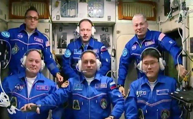 Yeni astronot ekibi UUİ'ye ulaştı