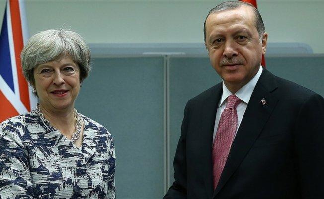 Cumhurbaşkanı Erdoğan ile İngiltere Başbakanı May telefonda görüştü