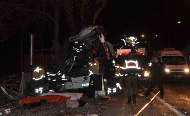 Gezi otobüsü Eskişehir'de kaza yaptı, 11 ölü 46 yaralı var