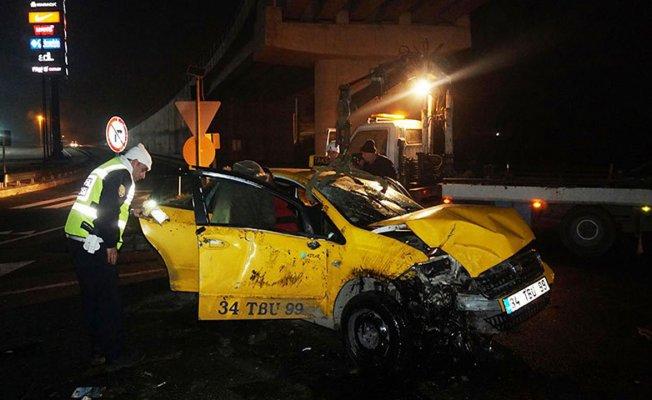 Kaçakları taşıyan ticari taksi devrildi