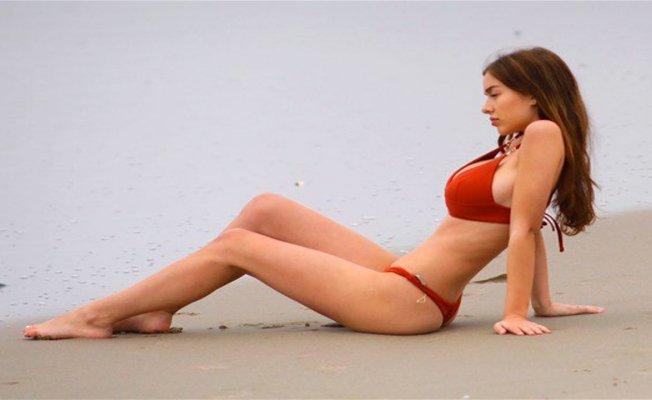 Kırmızı bikinisi ile yürekleri hoplattı