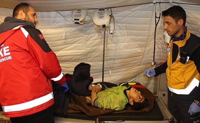 Engelli Afrinli kadını Türk askeri kurtardı