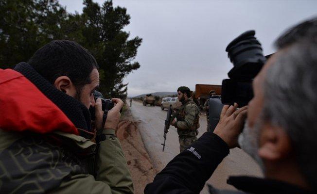 Teröristlerden gazetecilerin olduğu bölgeye taciz ateşi