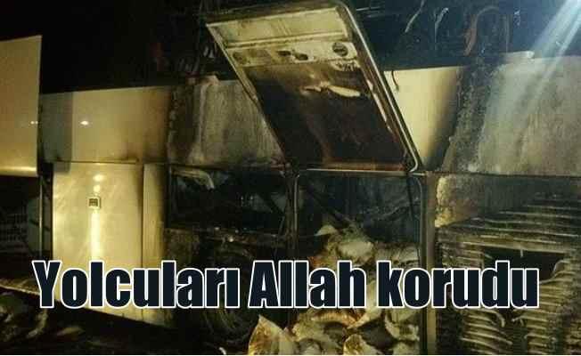 Yolcular ölümden döndü: Hareket halindeki otobüs yandı