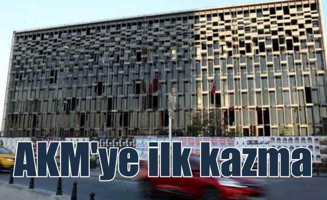 AKM'de yıkım başladı: İlk kazma vuruldu, camlar sökülüyor