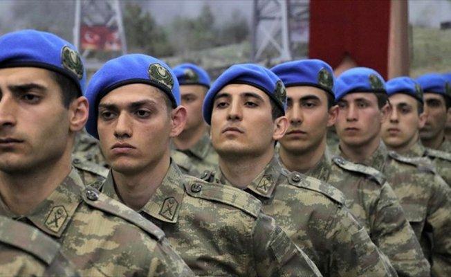 Asteğmenler mavi bere taktı
