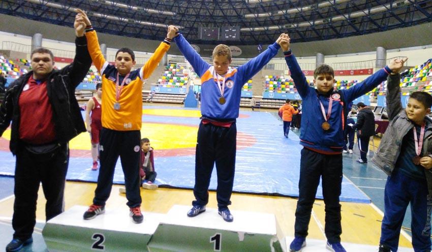 Başakşehir'li Minik Pehlivanlar Şampiyon Oldu