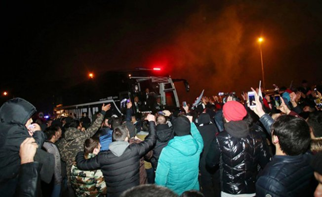BJK Nevzat Demir Tesisleri'nde Coşkulu Karşılama