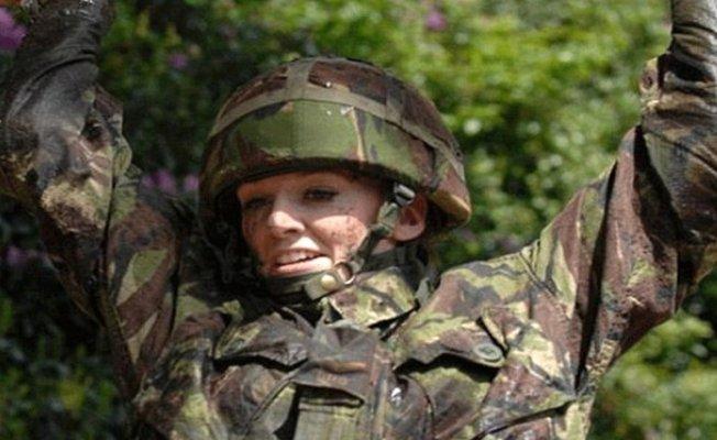 Asker barbi, ordudaki cinsiyetçi saldırılara isyan etti