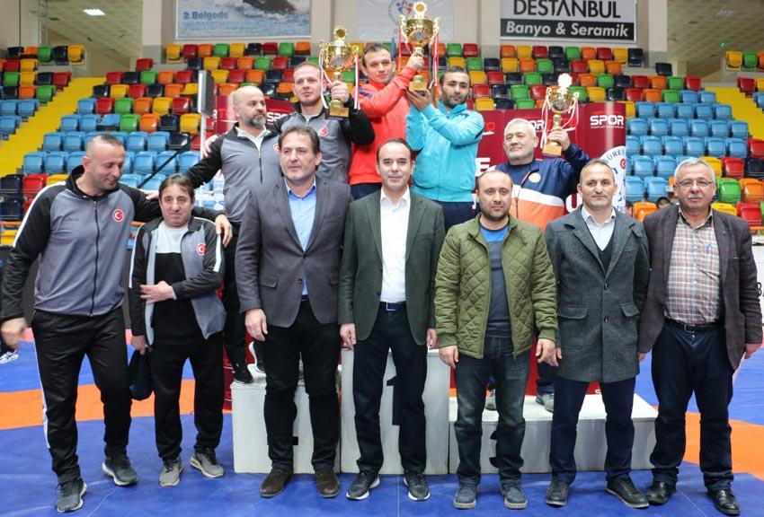 İBB'nin Yıldız Güreşçileri Türkiye Üçüncüsü Oldu
