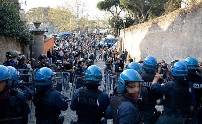 İtalya'da aşırı sağ karşıtı protesto: 5 yaralı