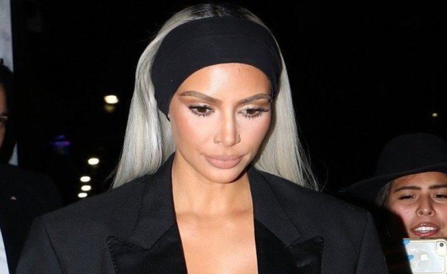 Kardashian'dan dekolte şow