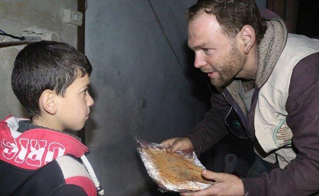 Sadakataşı'ndan Doğu Guta'daki ailelere sıcak yemek yardımı