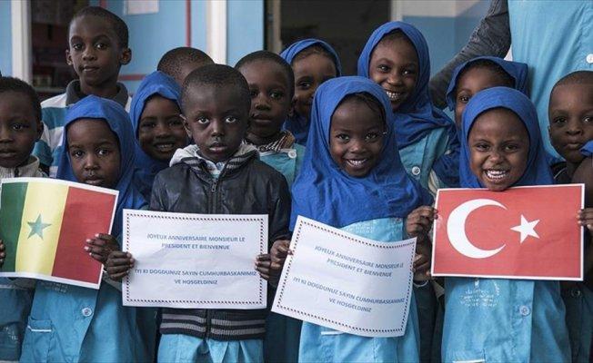 Senegalli miniklerden Erdoğan'a doğum günü sürprizi