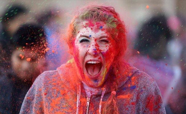 ABD'de 'Holi' ile renklendi
