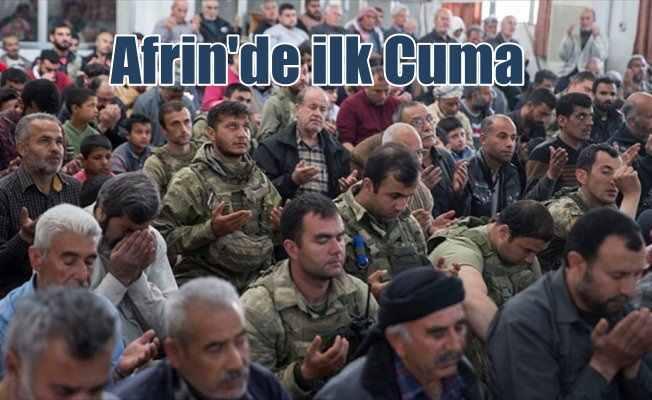 Afrinliler Mehmetçik ile cuma namazı kıldı