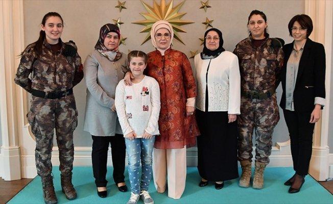 Emine Erdoğan'dan özel harekat polislerinin eşlerine yemek