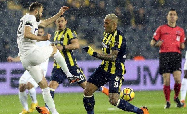 Fenerbahçe zirve yolunda ağır yaralı