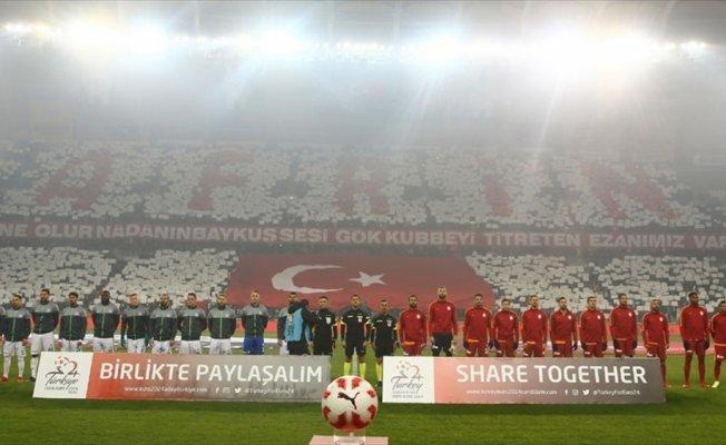 Futbol maçlarında saygı duruşunda bulunulacak