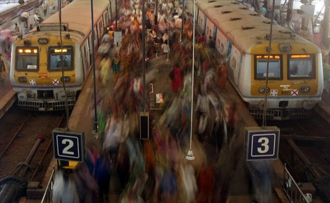 Hindistan'da 100 bin kişilik kadroya 20 milyon başvuru