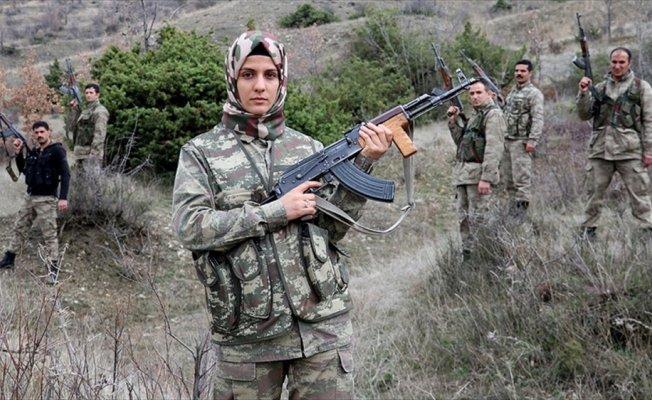 Kadın korucu, babasının izinde vatan nöbetinde