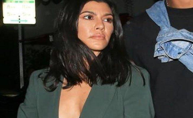 Kardashian kardeşden cesur poz