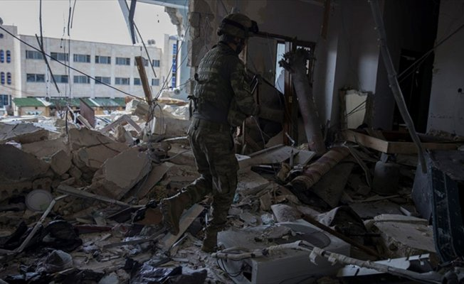 Mehmetçik Afrin'de terör örgütünün karargahını buldu