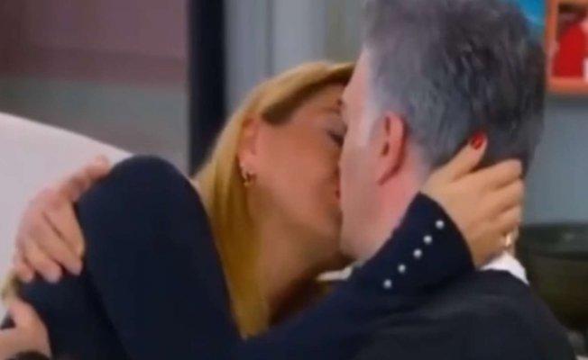 Reyting uğruna öpüştüler