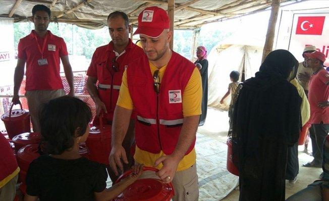 Şarkıcı Maher Zain Arakanlı Müslümanları ziyaret etti