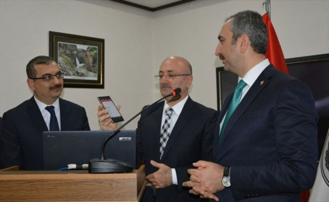 Adalet Bakanı Gül celse uygulamasını tanıttı