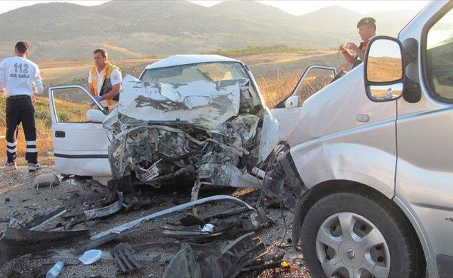 Ağır hasarlı araçları hasarsız gibi satanlara 13 tutuklama