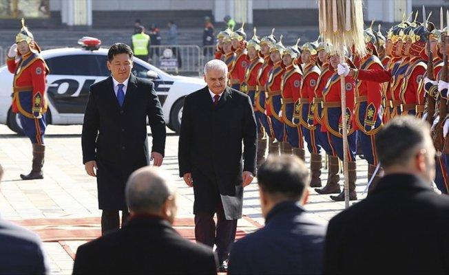Başbakan Yıldırım Moğolistan'da resmi törenle karşılandı
