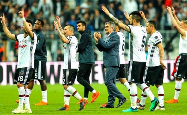 Beşiktaş derbide liderlik peşinde