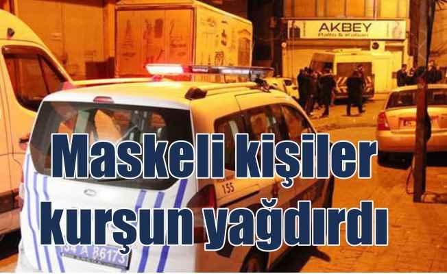 Beyoğlu'nda maskeli kişiler kahvehaneyi silahla taradı
