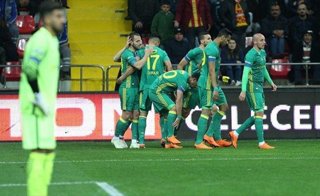 Fenerbahçe, Kayseri'de farklı kazandı
