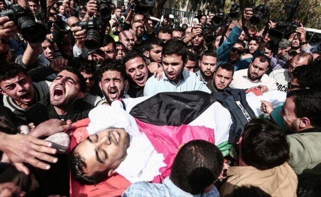Filistinli gazeteci Murteca'nın şehit edilmesine tepki yağıyor