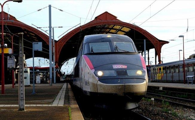 Fransa'da demiryollarının özelleştirilmesi kabul edildi