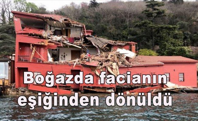İstanbul Boğazı'nda tanker yalıya çarptı