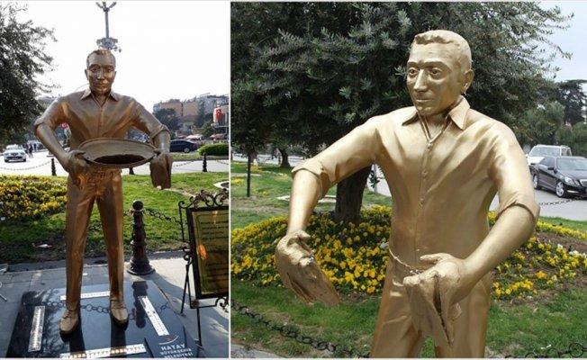 'Künefe çeviren adam' heykelinin tepsisini çaldılar