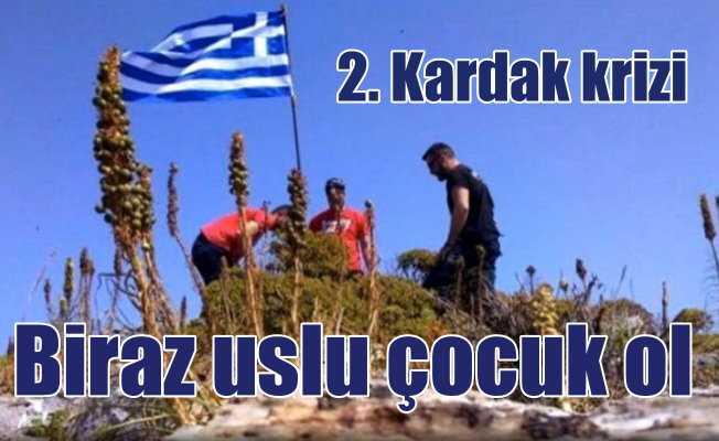 Yunanistan Ege'de yeni Kardak'lar peşinde: Bayrak dikip kaçtılar