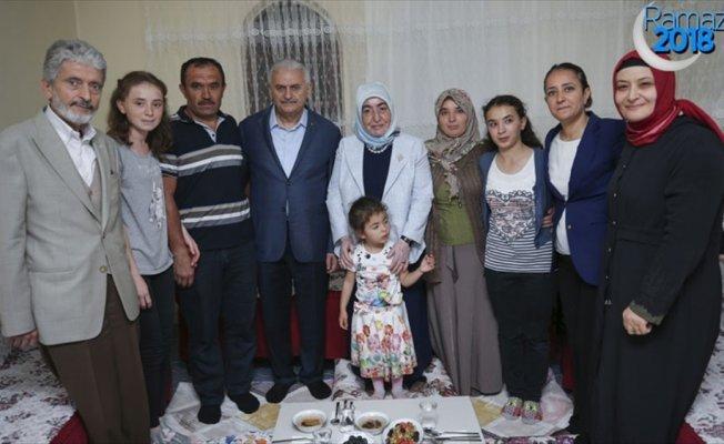 Başbakan Yıldırım vatandaşla iftar yaptı