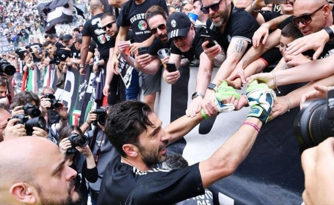 Buffon, Juventus kariyerini noktaladı