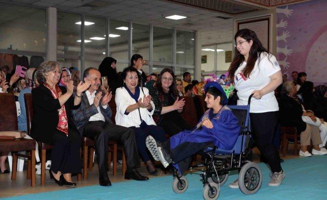 Engelliler üniversite öğrencilerinin tasarladığı ürünleri sergiledi