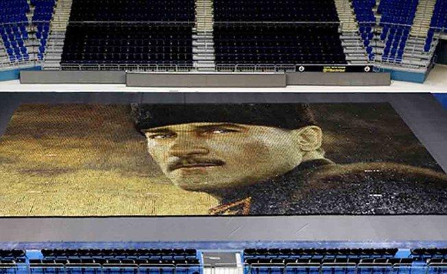 Fenerbahçe'den 60.000 renkli bardakla dev Atatürk portresi