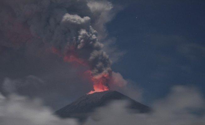 Bali'deki havalimanları yanardağ yüzünden uçuşlara kapatıldı